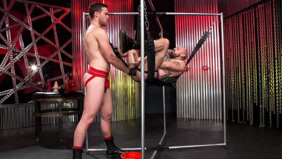 Gay Fisting: Brandon Moore and  Rogue Status