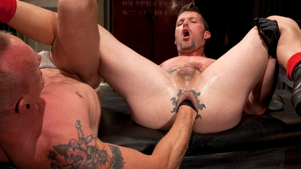 Gay Fisting: James Aaron and Mason Garet