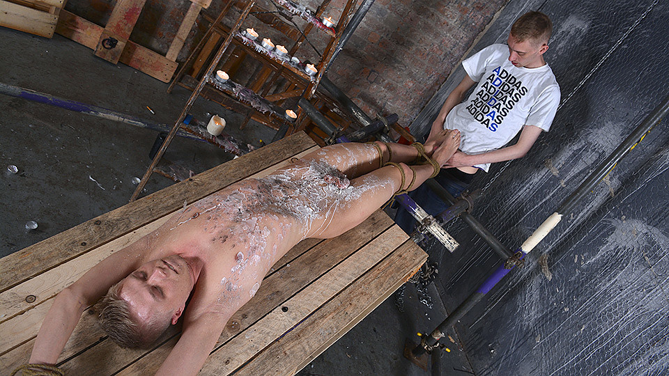 Boy fisting gay he gets to taste one stud039s 8